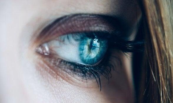 smutne, niebieskie oko