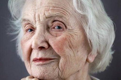 Starsza kobieta.