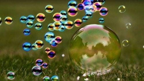 Bańki mydlane symbolizujące niezwykłe chwile