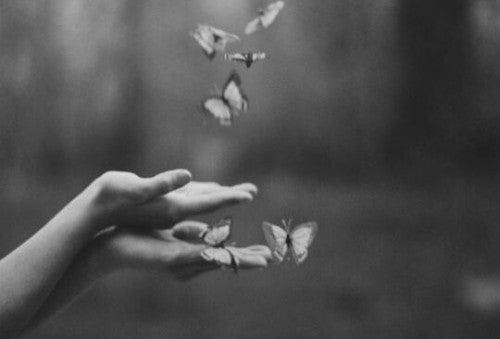 Dłonie - motyle