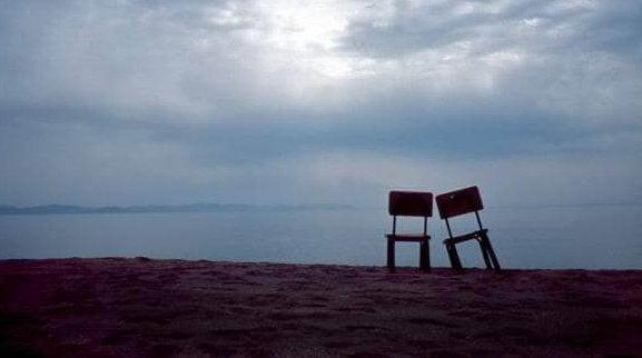Dwa krzesła.