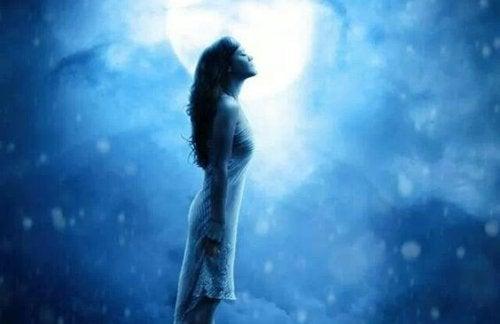 Kobieta i księżyc.