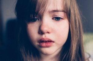 Kary cielesne - smutna dziewczynka