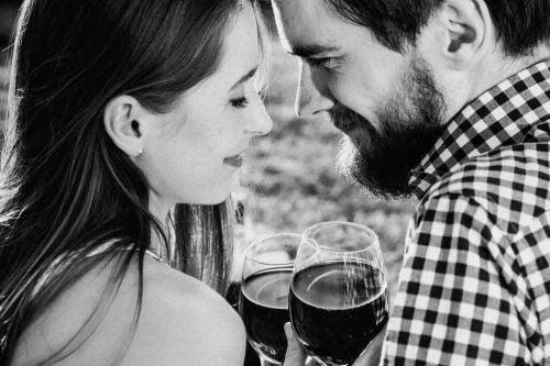 Kobieta i mężczyzna doświadczają emocji