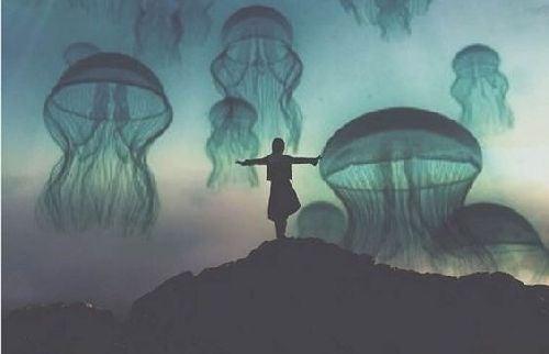 Kobieta i meduzy
