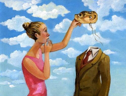 Dziewczyna ściąga maskę partnerowi.