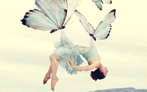 kobieta porwana przez motyle