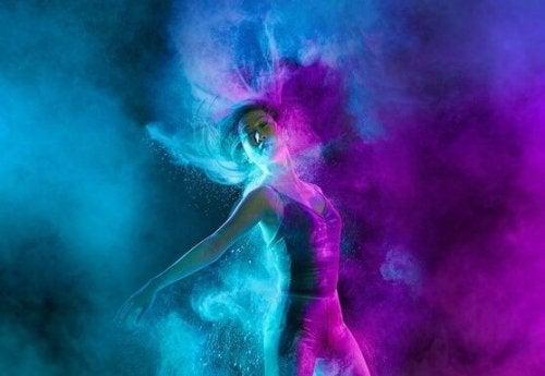 Tańcząca dziewczyna.