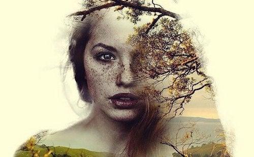 kobieta z drzewem na twarzy - być własnym sojusznikiem