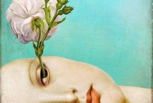 Kobieta, której z oka wyrasta kwiat.