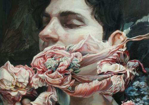 Mężczyzna i więzy z kwiatów.