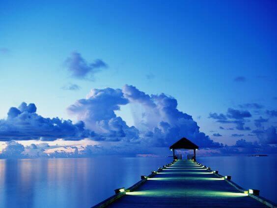 niebieski zachód słońca