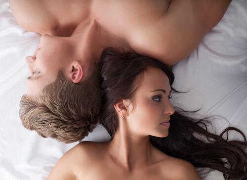 Niskie pożądanie seksualne - para odwrócona w łózku