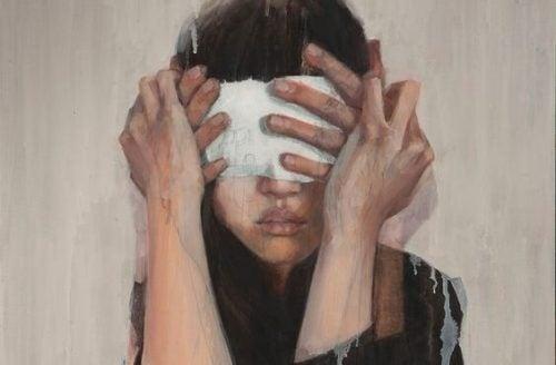 Ślepe plamki - oślepiona kobieta.