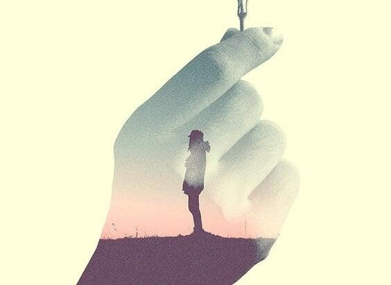 osoba w środku dłoni