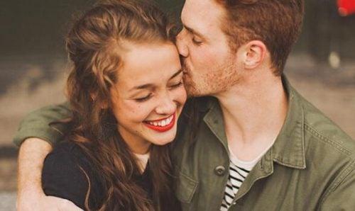 Szczęśliwa para wie jak wyrażać emocje
