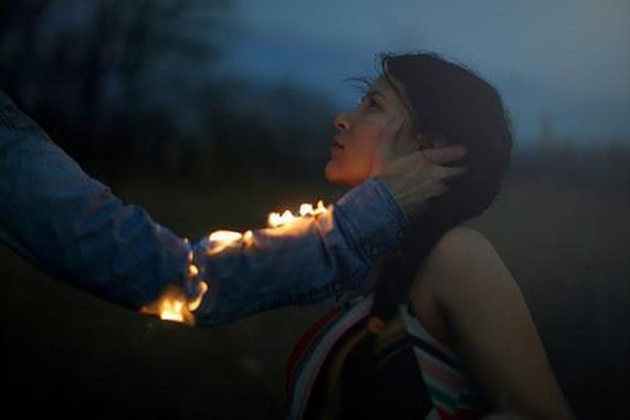 Płonąca dłoń.