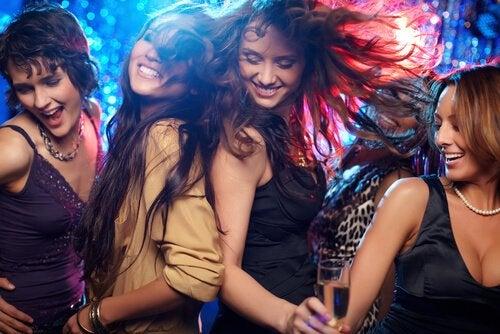 Dziewczyny na imprezie.