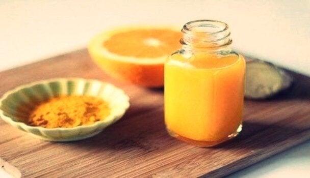 sok z pomarańczy z kurkumą