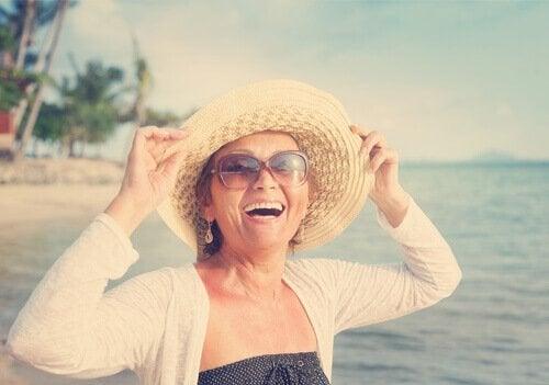 szczęśliwa kobieta w sile wieku