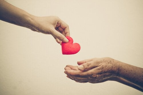 Współczucie - wyciagnięte serce.