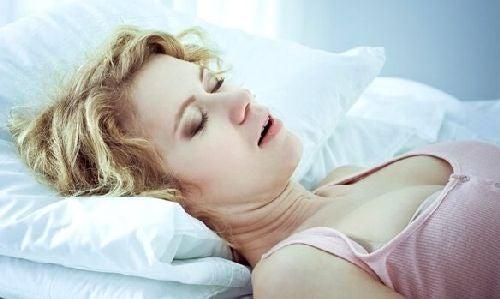 Bezdech senny: przyczyny, znaki ostrzegawcze i leczenie