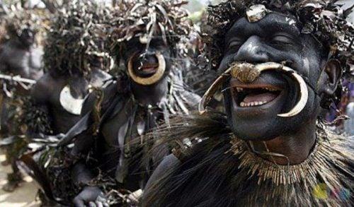 Czarnoskórzy mężczyźni podczas ceremonii