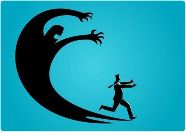 człowiek uciekający przed swoim cieniem
