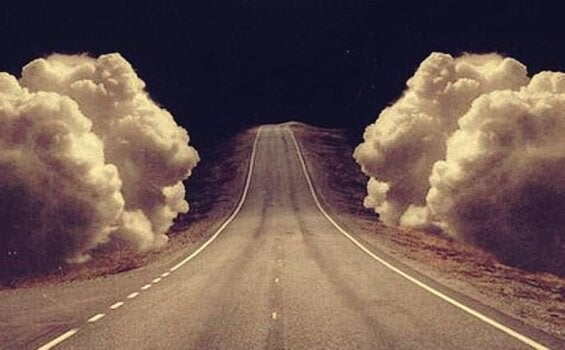 Droga w chmurach.