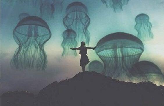 Dziewczyna i meduzy.