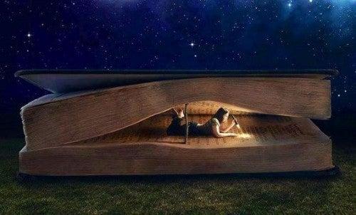 Dziewczyna w środku książki