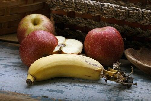 jabłka i banany