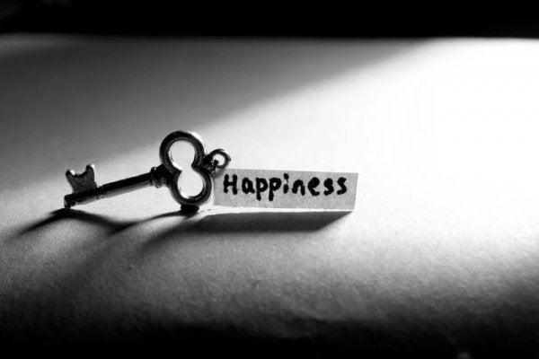 Klucz z napisem szczęście.