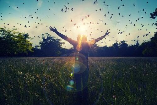 Zakończenie terapii - radość kobiety.