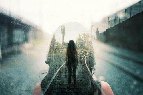 Pamięć selektywna - kobieta ze wspomnieniami