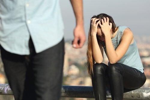 Emocjonalna przemoc – 10 rodzajów osób, które ja okazują