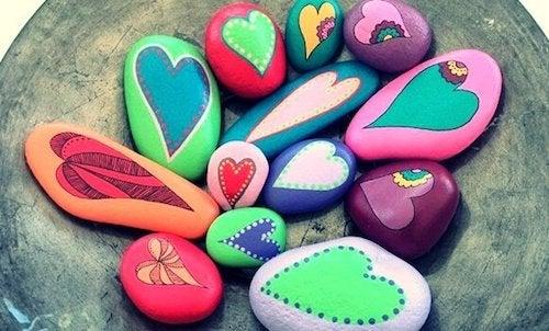 pomalowane kamienie - rytuały artystyczne
