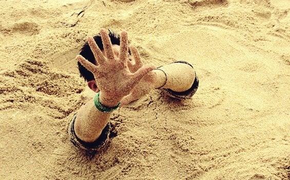 Mężczyzna w ruchomych piaskach.