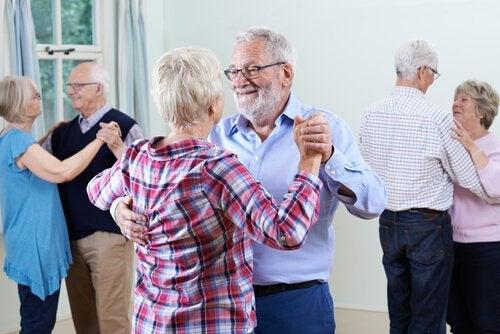 Taniec - starsze pary.