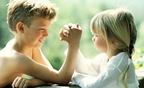 Starsze rodzeństwo to super bohaterowie a zarazem najlepsi przyjaciele