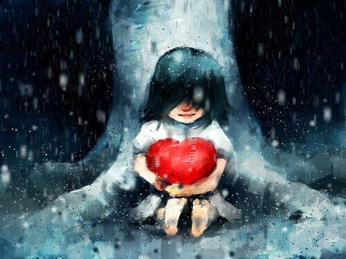 Wiara w siebie - dziewczyna trzyma serce w objęciach