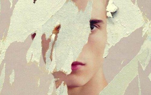 Wiar a w siebie - częściowo zakryta twarz mężczyzny