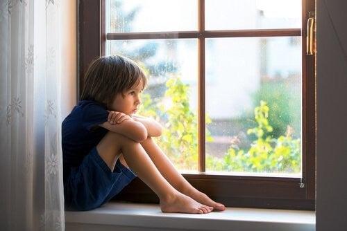 Nowoczesne rodzicielstwo trzyma dzieci w kaftanie bezpieczeństwa