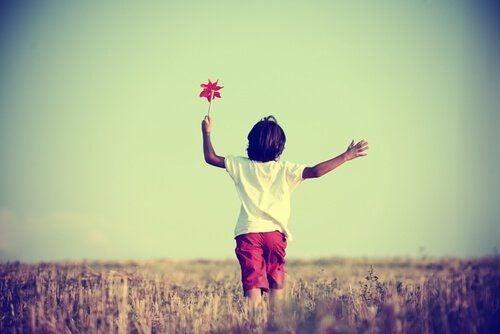 Dziecko z kwiatkiem