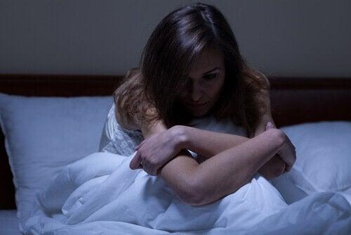Kobieta cierpiąca na bezsenność.