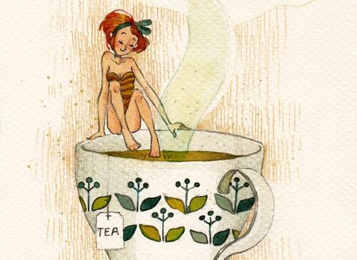 Kobieta siedzi na krawędzi kubka herbaty