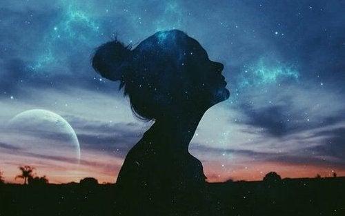 Kobieta na tle nieba - Nankurunasia