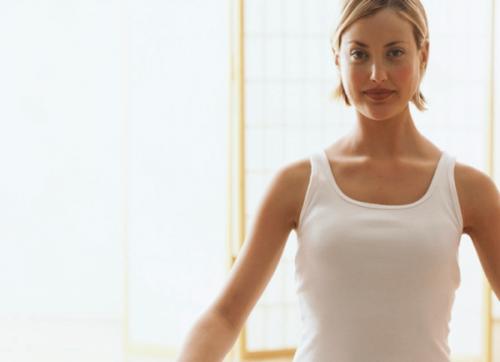 Kobieta praktykująca techniki relaksacyjne