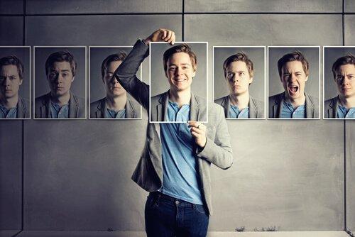 Mężczyzna pokazuje twarze wyrażające różne emocje