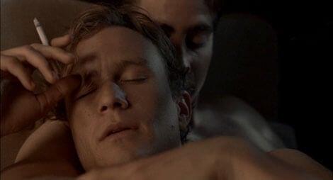 mężczyźni przytulający się